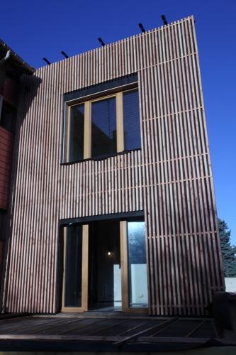 agrandissement maison de ville extension en bois hqe avec toit terrasse agrandissement. Black Bedroom Furniture Sets. Home Design Ideas