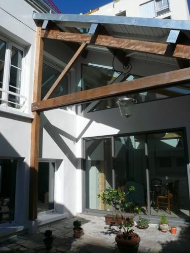 Surélévation d'une maison de ville à Paris : esprit loft pour cette surélévation en zinc